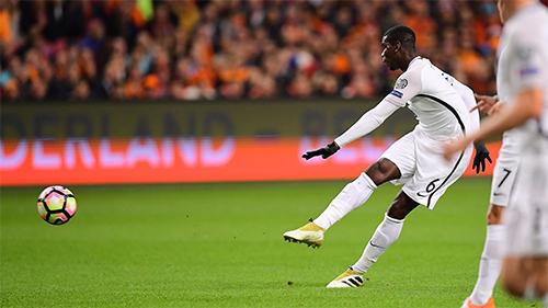 Pogba muốn Mourinho cho đá cao hơn tại Man Utd