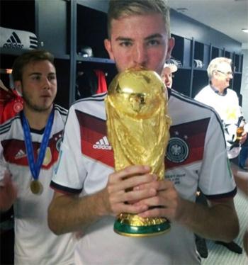 nha-vo-dich-world-cup-2014-bi-tong-tien-vi-video-sex