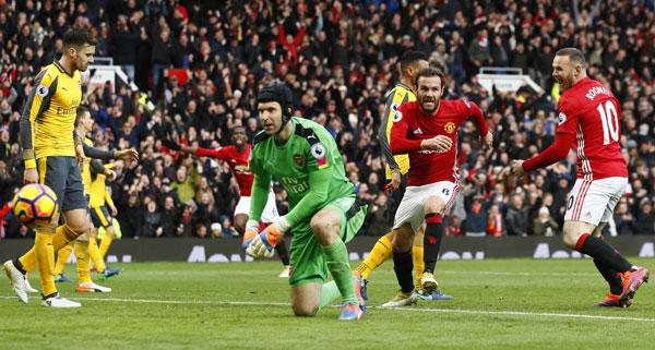 Giroud cướp chiến thắng từ tay Man Utd
