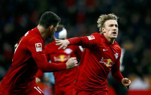 Đội mới thăng hạng vượt Bayern, lên đỉnh Bundesliga