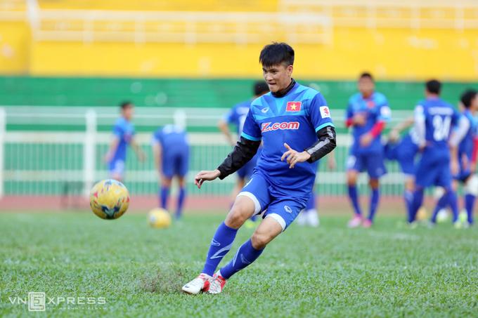 Công Vinh, Công Phượng tập dứt điểm cho bán kết AFF Cup - ảnh thể thao