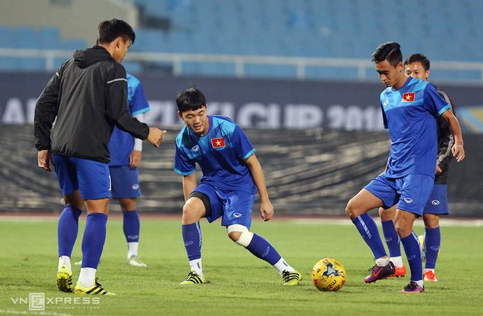 Tuyển thủ Việt Nam trở lại sau khi chịu tang cha - ảnh thể thao