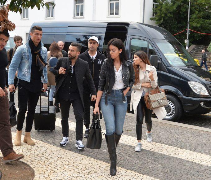 Ronaldo đưa bạn gái mới về quê