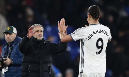 mourinho-choi-tat-tay-o-ban-ket-cup-lien-doan-du-cuoi-tuan-gap-liverpool
