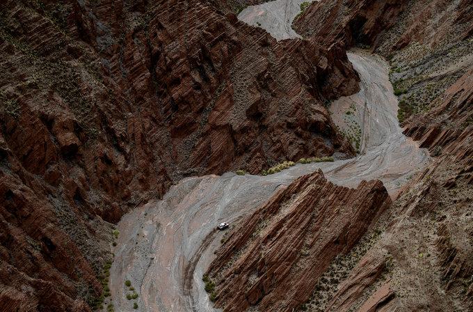 Dakar Rally phải hủy chặng chín vì sạt lở đất khiến hai người chết