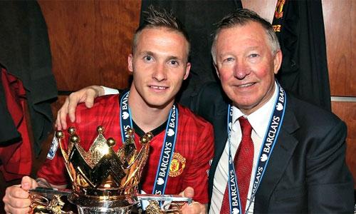 'Kép phụ' một thời ở Man Utd tự hào vì nhiều danh hiệu hơn Gerrard