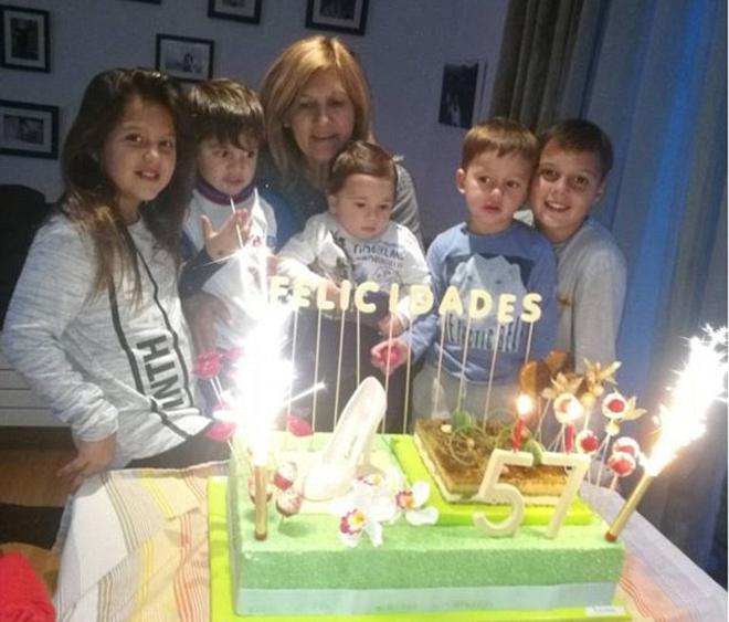 Messi tổ chức sinh nhật cho mẹ