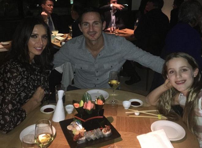 Lampard mừng sinh nhật vợ đúng ngày tuyên bố giải nghệ