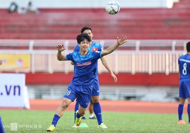 U23 Việt Nam vui đùa trước trận đấu với U23 Malaysia
