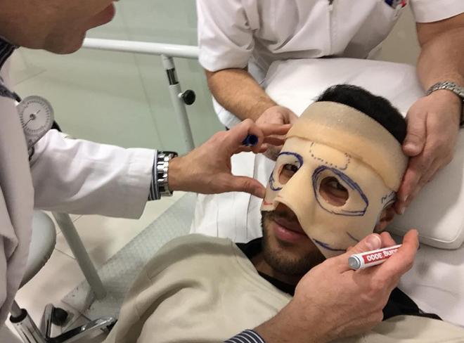 Sao Barca chuẩn bị đeo mặt nạ thi đấu
