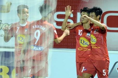 cong-phuong-duoc-ngoi-ca-sau-cu-dup-o-v-league-2017