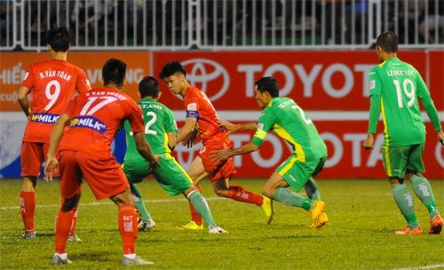 cong-phuong-lap-cu-dup-hagl-thang-tran-dau-o-v-league-2017-1