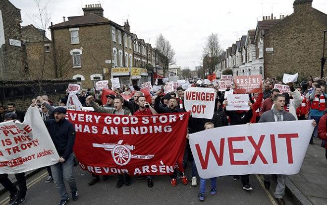 CĐV Arsenal biểu tình lớn, đòi HLV Wenger ra đi