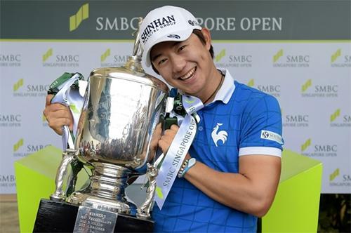 golf-thu-han-quoc-vuot-spieth-vo-dich-singapore-open