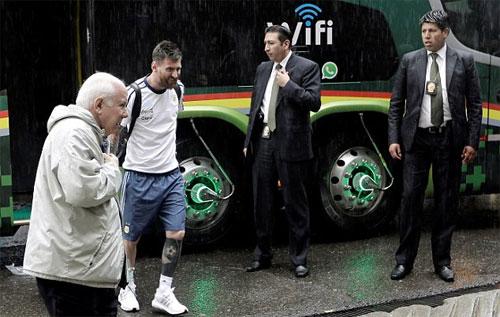 vang-messi-argentina-tay-trang-o-vong-loai-world-cup-2018