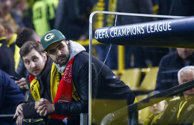 Không khí lo lắng bao trùm sau vụ đánh bom nhắm vào xe của Dortmund