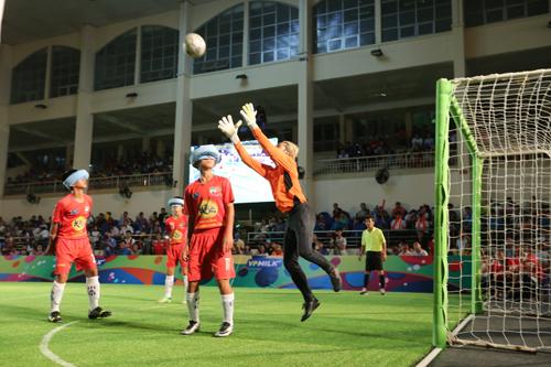 Thủ môn của HAGL - Phạm Anh Khoa nhận thêm bàn thua thứ tư.