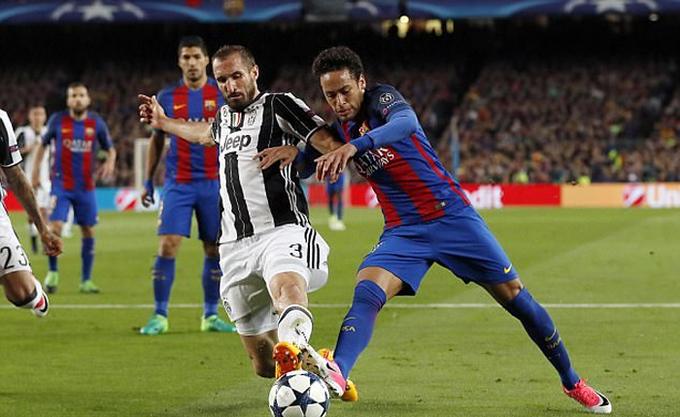 Neymar bắt chước nhà vô địch quyền anh, điều trị bằng giác hơi