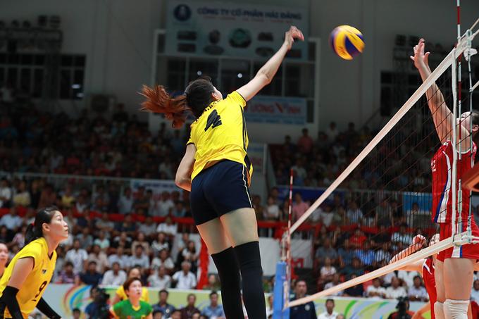 Bóng chuyền nữ Bình Điền Long An vỡ oà khi vào chung kết