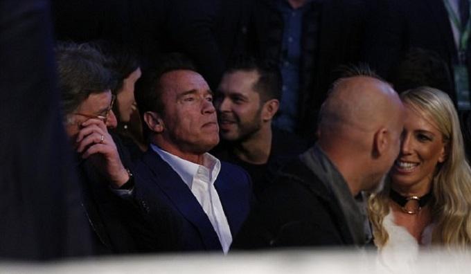 'Kẻ hủy diệt' Schwarzenegger dự khán trận Joshua hạ knock-out Klitschko