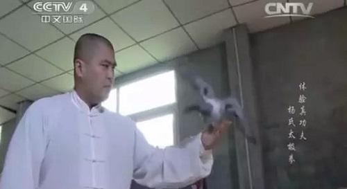 tu-hieu-dong-vo-si-mma-hay-chuyen-gia-muon-scandal-de-lap-nghiep-2