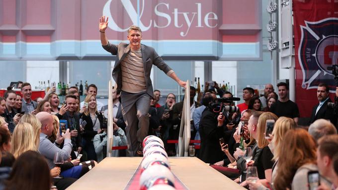 Schweinsteiger trình diễn thời trang tại Mỹ