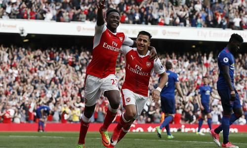 Ghi hai bàn trong ba phút, Arsenal đả bại Man Utd