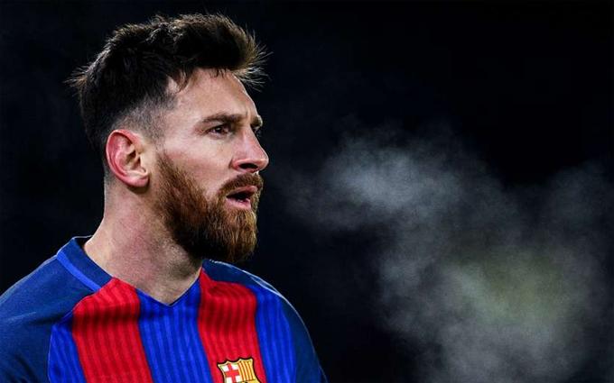 Messi chạm tay vào Giày Vàng châu Âu