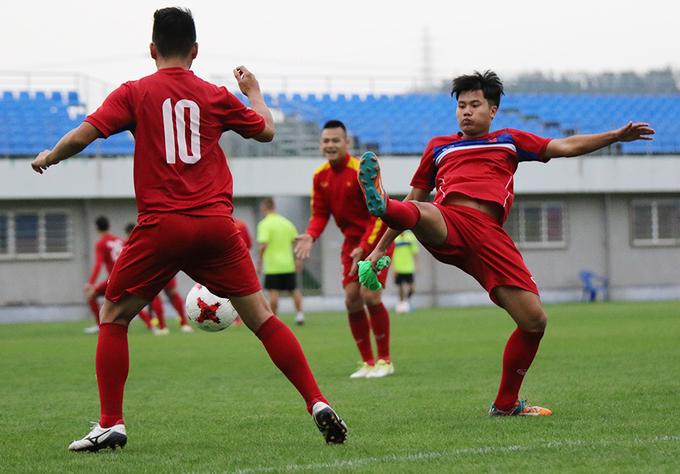 U20 Việt Nam tập nhẹ sau khi đến Hàn Quốc