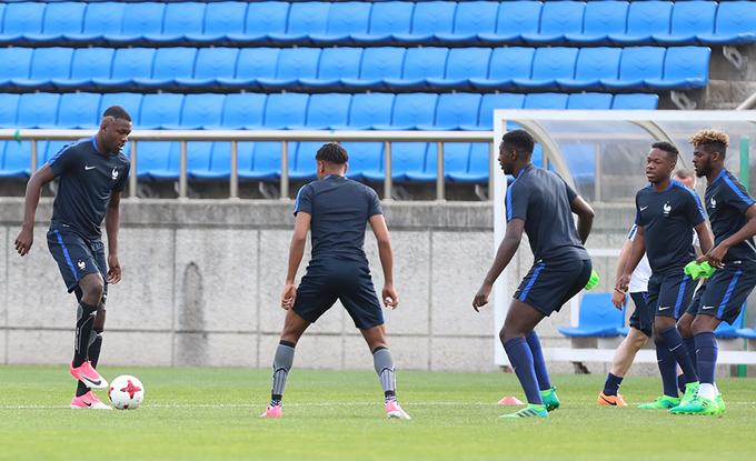 Con trai Thuram nổi bật trong buổi tập của U20 Pháp