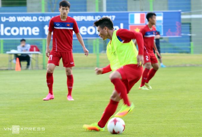 Việt Nam tập bóng bổng để chống New Zealand