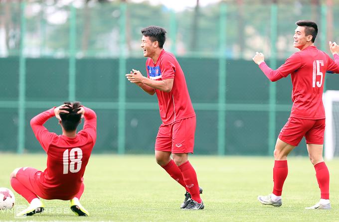 Tiếng cười rộn rã trên sân tập của U20 Việt Nam