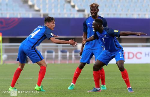 cac-cau-thu-phap-nan-gan-viet-nam-truoc-tran-dau-o-u20-world-cup