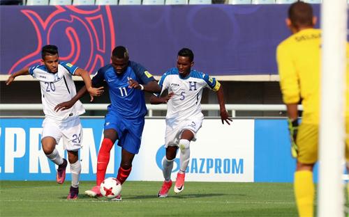 cac-cau-thu-phap-nan-gan-viet-nam-truoc-tran-dau-o-u20-world-cup-1