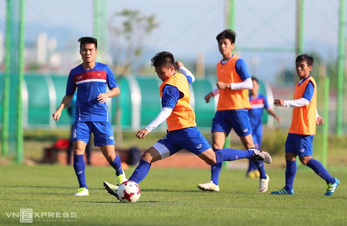 HLV thể lực đá bóng cùng cầu thủ U20 Việt Nam
