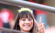 Cầu thủ U20 Việt Nam đi quanh sân cảm ơn CĐV