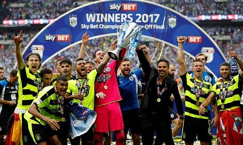 huddersfield-town-lan-dau-du-ngoai-hang-anh