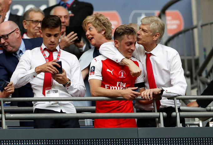Năm việc Wenger cần làm khi ở lại Arsenal