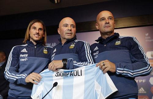 sampaoli-messi-can-nhung-dong-doi-an-y-o-doi-tuyen-argentina-2