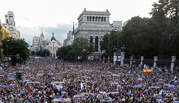 Biển người chung vui cùng Real tại Madrid