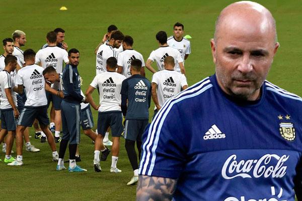 MAIN-Argentinas-football-team-1347-9017-