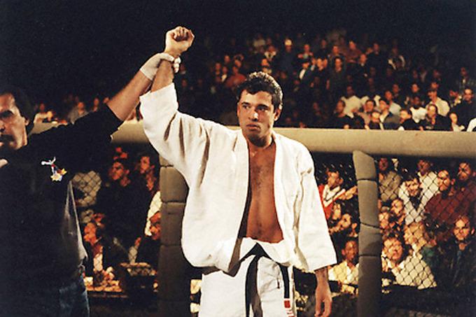 Năm cuộc đối đầu đáng nhớ giữa võ sĩ quyền Anh và MMA