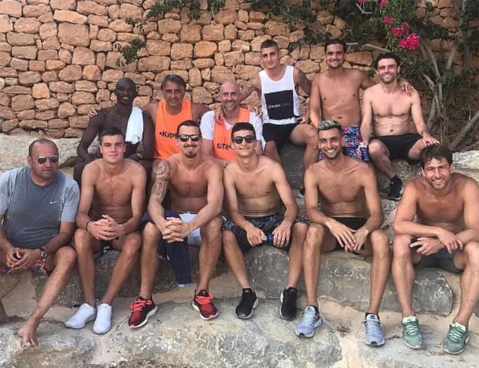 Ibrahimovic đi nghỉ hè cùng các đồng đội cũ ở PSG