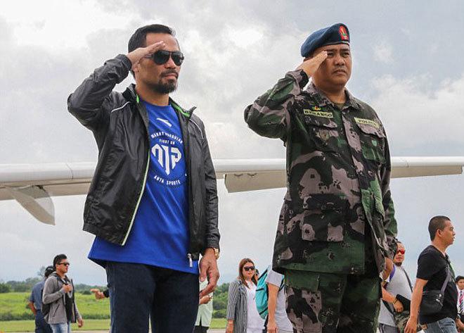 Pacquiao được chào đón như người hùng dù mất đai WBO