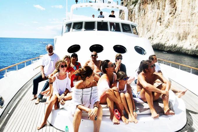 Conte khao toàn bộ gia đình trợ lý đi nghỉ hè
