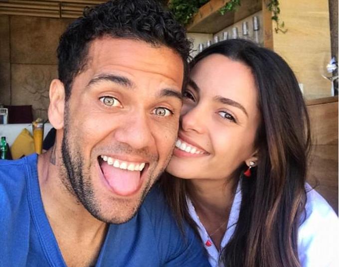 Dani Alves bí mật làm đám cưới với bạn gái người mẫu
