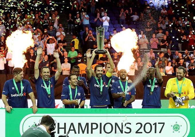 Pháp đăng quang giải giao hữu của các cựu danh thủ