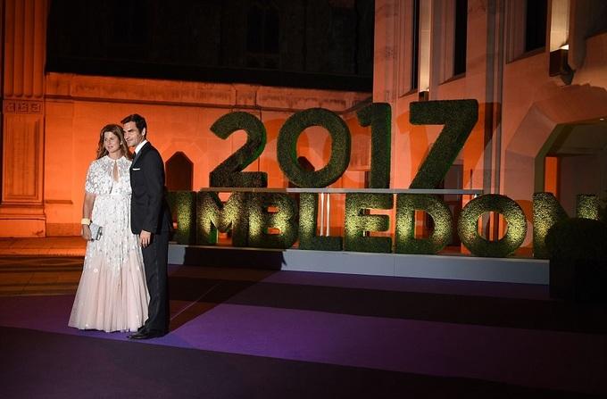 Federer cùng vợ dự tiệc vô địch Wimbledon