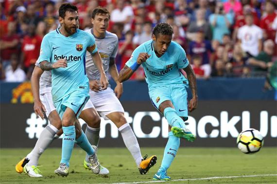 neymar-ghi-ban-thu-ba-trong-hai-tran-barca-danh-bai-man-utd-page-2