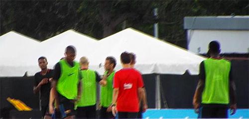 neymar-danh-nhau-voi-dong-doi-tren-san-tap-cua-barca-1